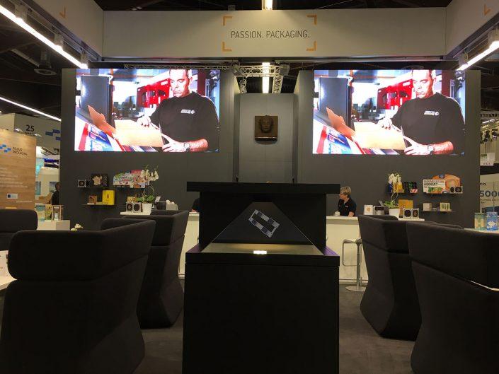 HEUCHEMER VERPACKUNG ||Fachpack 2018 - Messestand mit 3D Hologramm-Box und Videowall